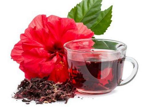 Чашка с красным чаем